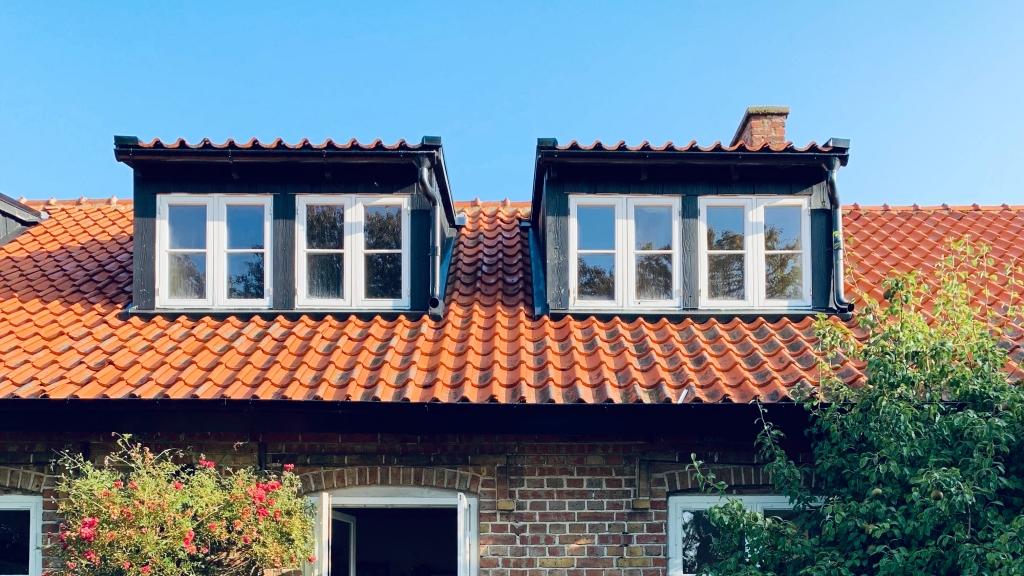 屋根塗装をするなら、どの季節が一番適しているのか?